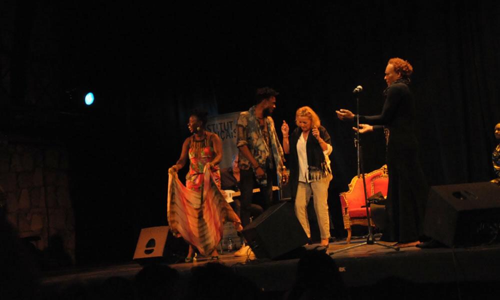 Une Superbe représentation à l'institut Français de Bamako autour du vaudou avec l'artiste Haitien Erol Josue