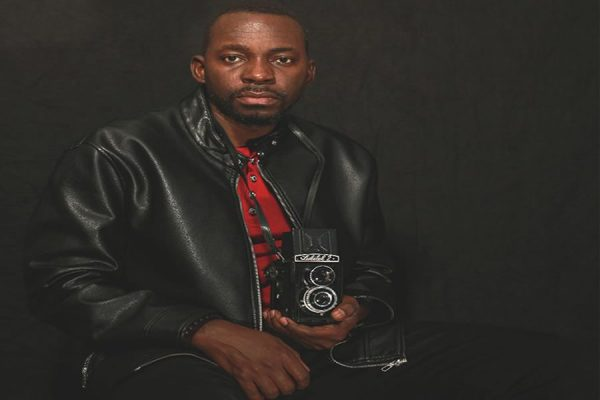 Moussa John Kalapo : Le photographe qui traque les imperfections de la société